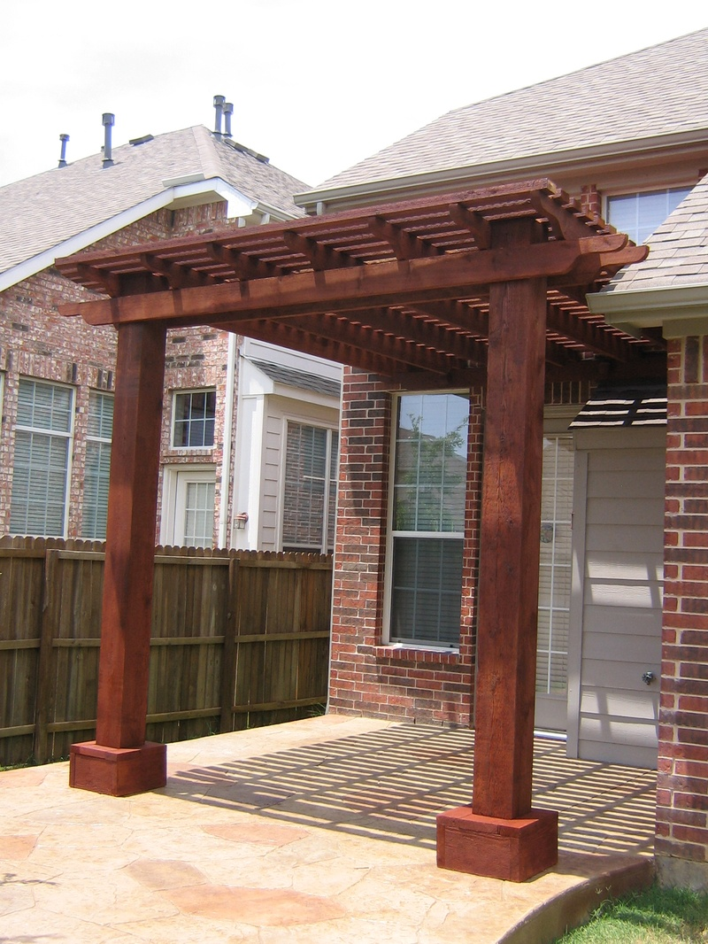 Attached cedar pergola home and lawn transformers for Photos pergolas