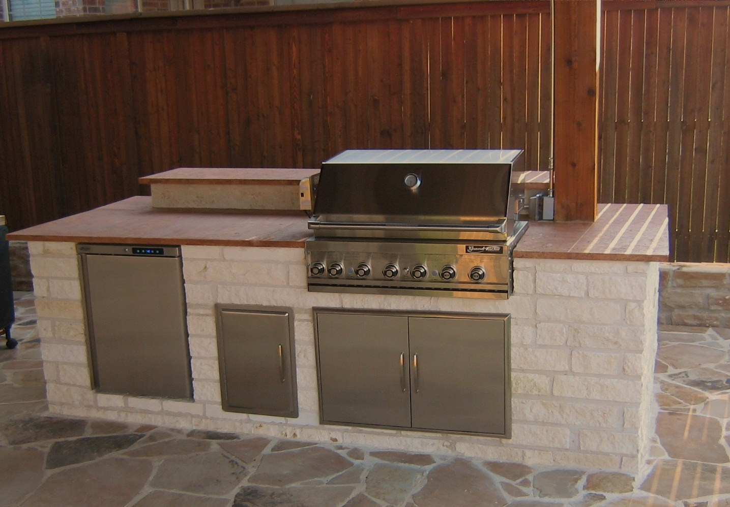 12 Outdoor Kitchen With 9 Bar Tile Backsplash Home And