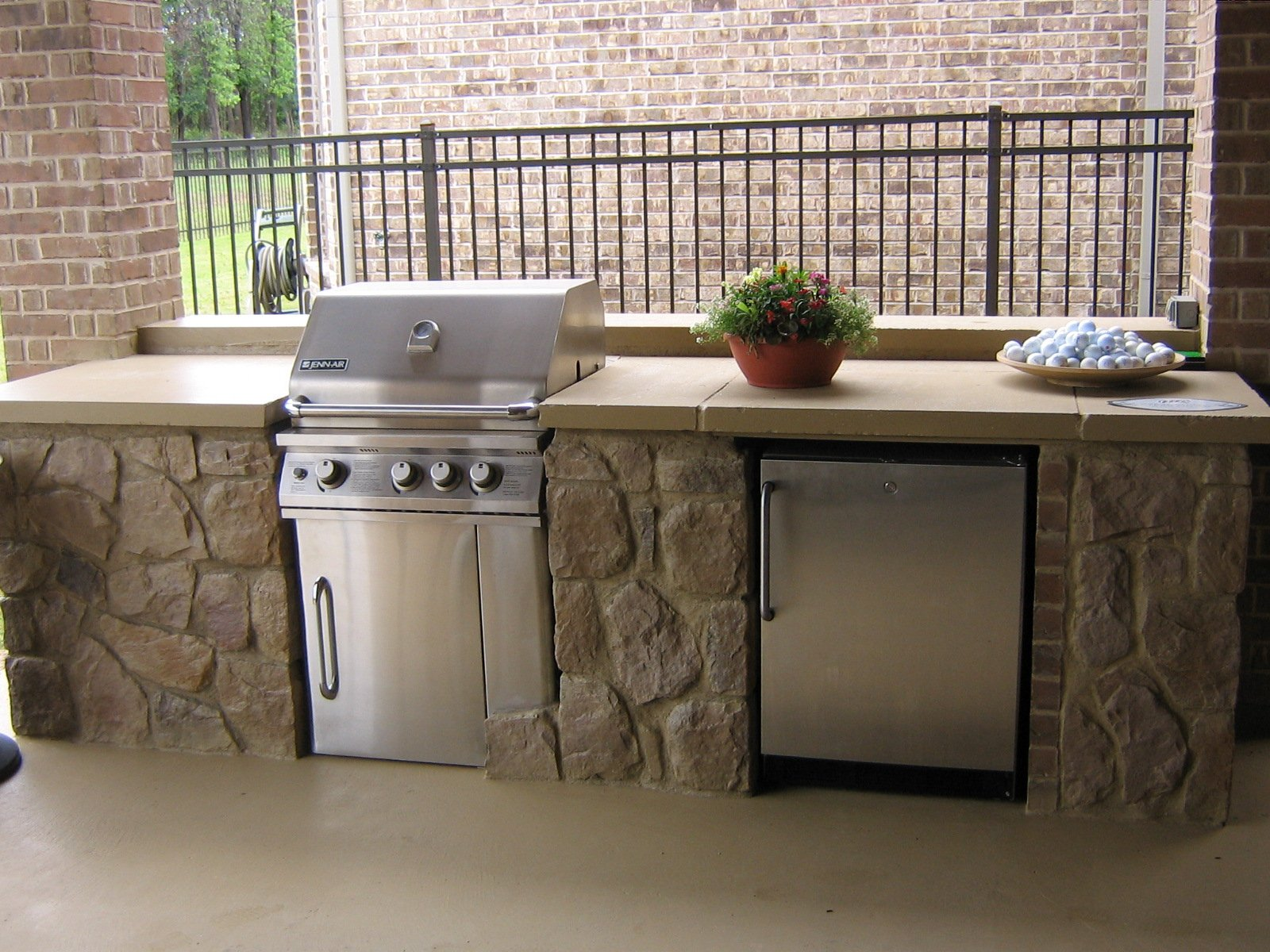 Outdoor kitchen grill bar pictures to pin on pinterest for Outdoor kitchen grill cabinets