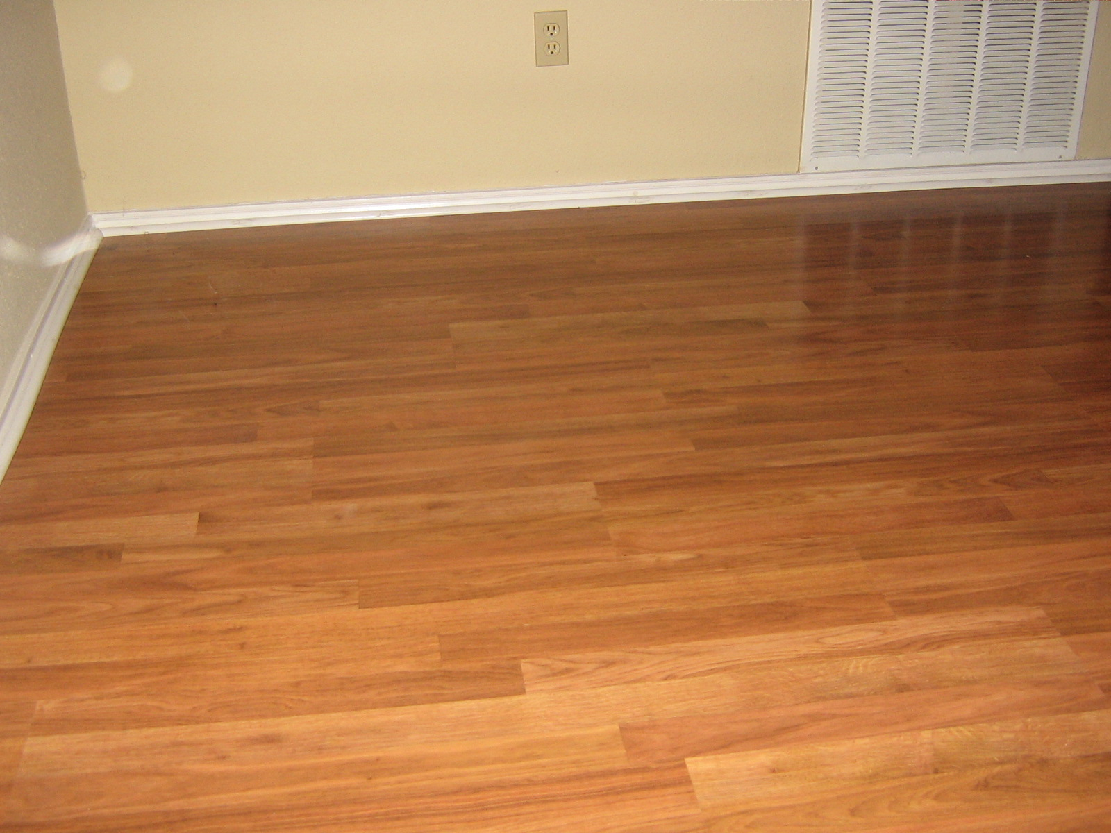 Laminate flooring wood and laminate flooring for At floor or on floor